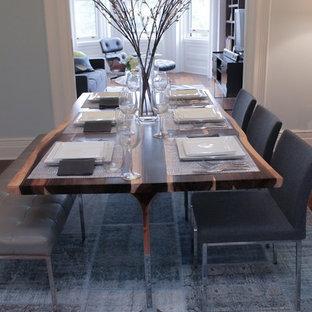 Ispirazione per una sala da pranzo minimalista chiusa e di medie dimensioni con pareti blu, pavimento in legno massello medio, nessun camino e pavimento blu