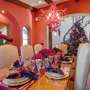 Ispirazione per una sala da pranzo boho chic chiusa e di medie dimensioni con pareti rosa, pavimento con piastrelle in ceramica e pavimento verde
