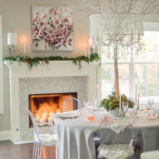 Cette image montre une salle à manger traditionnelle avec un mur beige, un sol en bois foncé, une cheminée standard et un sol marron.
