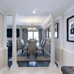 Idee per una sala da pranzo aperta verso il soggiorno tradizionale con pareti viola, pavimento con piastrelle in ceramica e pavimento nero