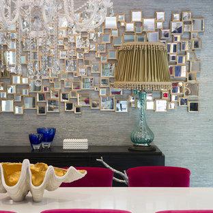 Ispirazione per un'ampia sala da pranzo boho chic chiusa con pareti grigie, parquet scuro, camino classico, cornice del camino in legno e pavimento marrone