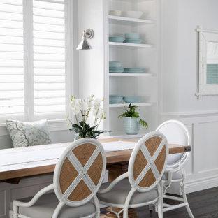 ブリスベンの広いトランジショナルスタイルのおしゃれなダイニング (朝食スペース、白い壁、濃色無垢フローリング、茶色い床、羽目板の壁) の写真