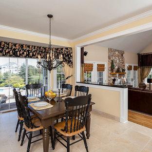 Idée de décoration pour une petit salle à manger ouverte sur le salon tradition avec un mur beige, un sol en carrelage de céramique, aucune cheminée et un sol jaune.