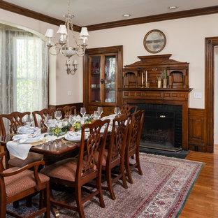 Idee per una grande sala da pranzo aperta verso la cucina vittoriana con pareti beige, pavimento in legno massello medio, camino classico, cornice del camino in legno e pavimento marrone
