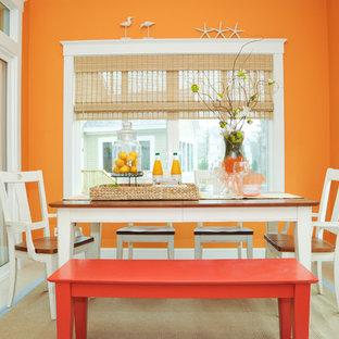 Ejemplo de comedor contemporáneo, de tamaño medio, cerrado, sin chimenea, con parades naranjas, suelo de baldosas de cerámica y suelo beige