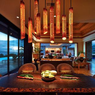 Cette photo montre une salle à manger exotique.