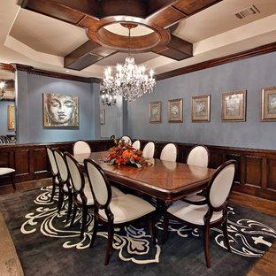 Foto di una sala da pranzo mediterranea con pareti blu
