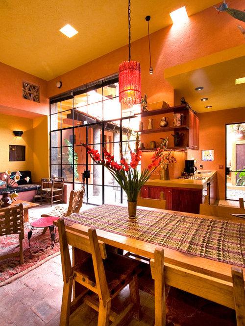 Salle manger clectique avec un mur orange photos et for Salle a manger orange