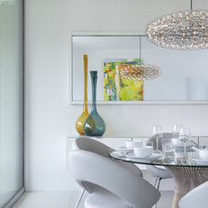 Midcentury Dining Room Houzz Tour: Primary Colors in Palm Springs