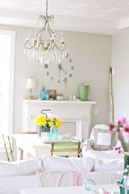 Farmhouse Dining Room by Dreamy Whites