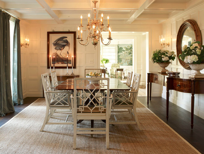 Traditional Dining Room by LARRY HOOKE INTERIOR DESIGN