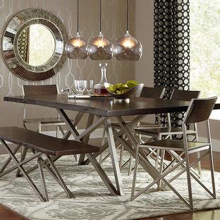 Idee per una sala da pranzo aperta verso la cucina industriale di medie dimensioni con pareti con effetto metallico e pavimento in legno massello medio