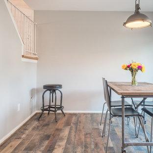 Ispirazione per una sala da pranzo aperta verso la cucina stile rurale di medie dimensioni con pareti grigie, pavimento in legno massello medio, pavimento multicolore e nessun camino