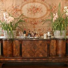 Traditional Dining Room by Karen Schaefer Louw