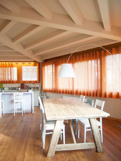 Sala da pranzo aperta verso il soggiorno in montagna for Soggiorno montagna