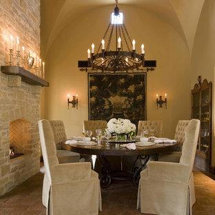 Idéer för att renovera en amerikansk separat matplats, med beige väggar, tegelgolv, en standard öppen spis och en spiselkrans i tegelsten