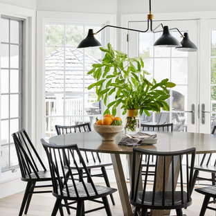 Cottage dining room photo in Chicago