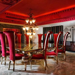 Foto de comedor retro con paredes beige y suelo de mármol