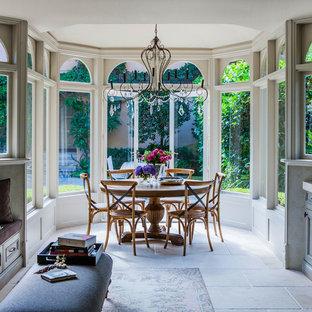 Ejemplo de comedor rústico, grande, abierto, con paredes verdes, suelo de mármol y suelo beige