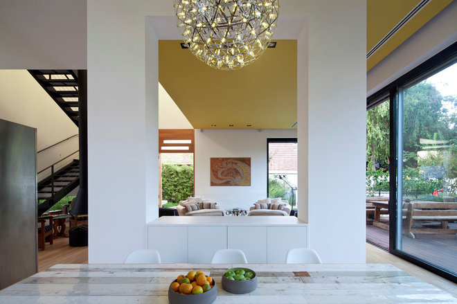 Asian Dining Room by itamar landscape design