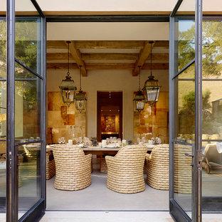 Esempio di un'ampia sala da pranzo mediterranea