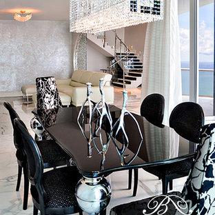 マイアミのエクレクティックスタイルのおしゃれなダイニングキッチン (白い壁、大理石の床) の写真