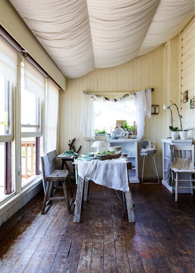 Shabby-Chic Style Dining Room by pablo veiga