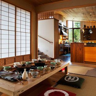 Foto de comedor asiático, de tamaño medio, cerrado, sin chimenea, con paredes beige