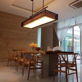 Esempio di una sala da pranzo aperta verso il soggiorno moderna di medie dimensioni con pareti multicolore, pavimento in terracotta e pavimento multicolore
