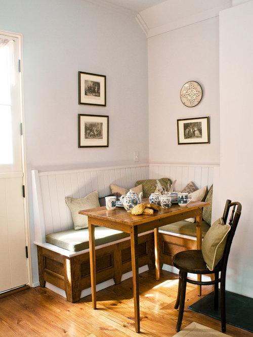 Salle manger romantique avec un mur blanc photos et for Salle a manger urban