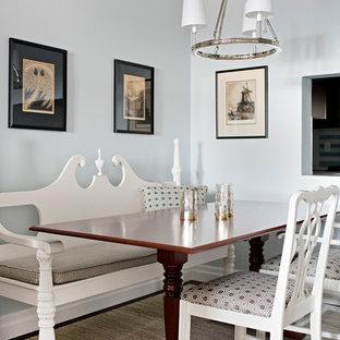 Foto de comedor clásico, de tamaño medio, abierto, sin chimenea, con paredes azules, suelo de madera oscura y suelo azul
