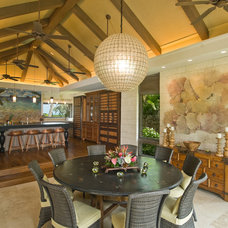 Tropical Dining Room by Peter Vincent Architects