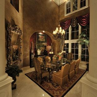 Ejemplo de comedor clásico, cerrado, con suelo de mármol y paredes marrones