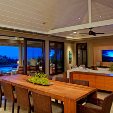 Tropical Dining Room by De Jesus Architecture & Design