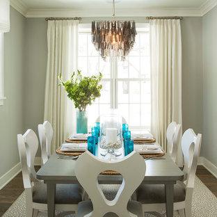 Foto di una sala da pranzo stile marino con pareti grigie