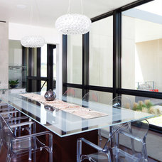 Contemporary Dining Room by PIQUE llc
