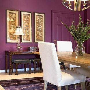 Diseño de comedor ecléctico, de tamaño medio, cerrado, sin chimenea, con paredes púrpuras y suelo de baldosas de cerámica