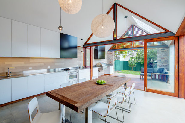 Contemporary Dining Room by Angus Mackenzie Architect