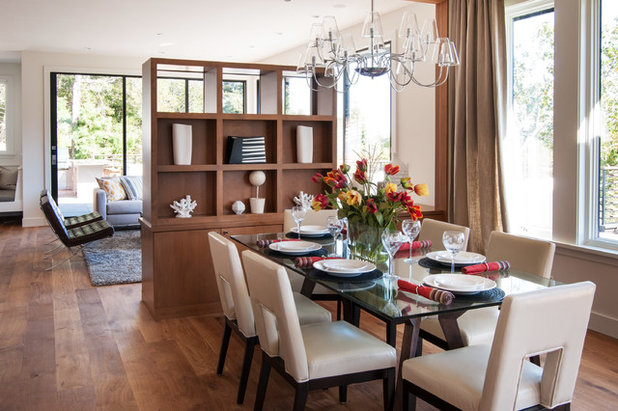 Contemporary Dining Room by Jentry McGraw Design Associates