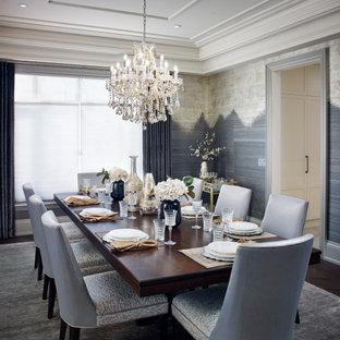 Cette photo montre une grand salle à manger chic fermée avec un mur gris, un sol en bois foncé, un sol marron, un plafond à caissons et du papier peint.