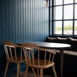 ロンドンの小さいおしゃれなダイニング (朝食スペース、青い壁、濃色無垢フローリング、茶色い床、塗装板張りの壁) の写真