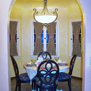 Immagine di una sala da pranzo mediterranea