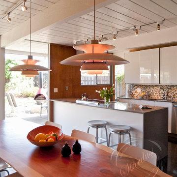 Kitchen Design: Modern Dining Room Pendant Lights