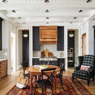 Свежая идея для дизайна: большая столовая в стиле кантри с светлым паркетным полом, белыми стенами и стандартным камином - отличное фото интерьера