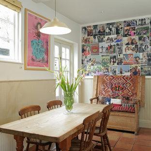 Eklektisches Esszimmer mit weißer Wandfarbe in London