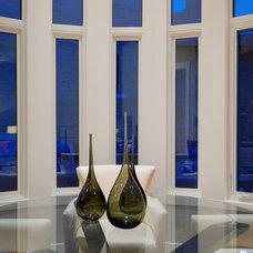 Modern Dining Room by Veranda Estate Homes & Interiors