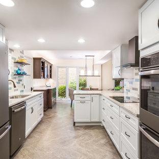 Idéer för mellanstora retro kök med matplatser, med gula väggar, vinylgolv och grått golv