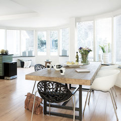 contemporary dining room by HUISSTYLING