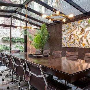 シカゴの大きいコンテンポラリースタイルのおしゃれな独立型ダイニング (茶色い壁、大理石の床、暖炉なし、白い床) の写真