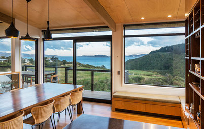 Houzz Tour: A Home Nestled in New Zealand's Coastal Hills